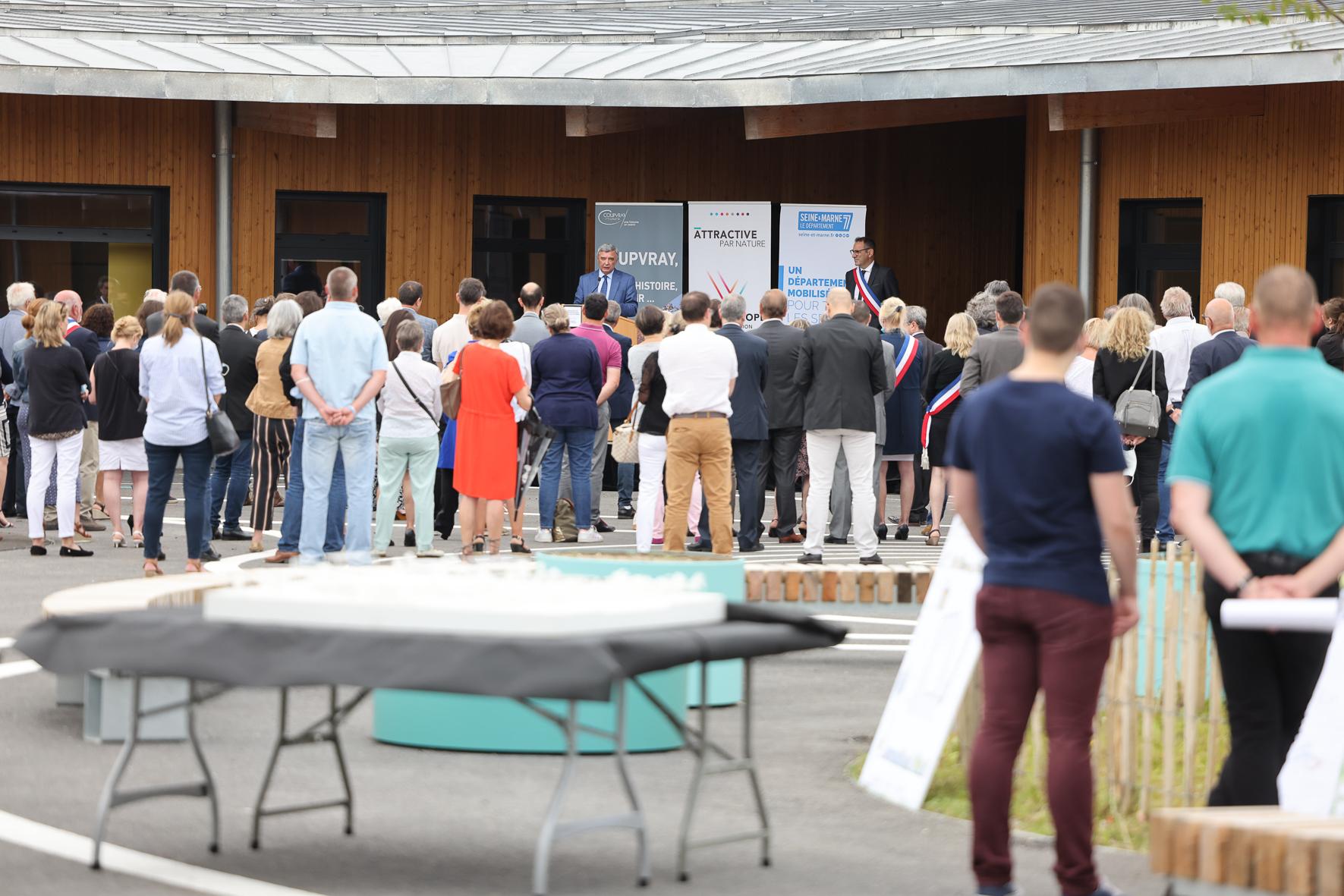 Cérémonie d'inauguration du groupe scolaire Jean-Louis Etienne à Coupvray